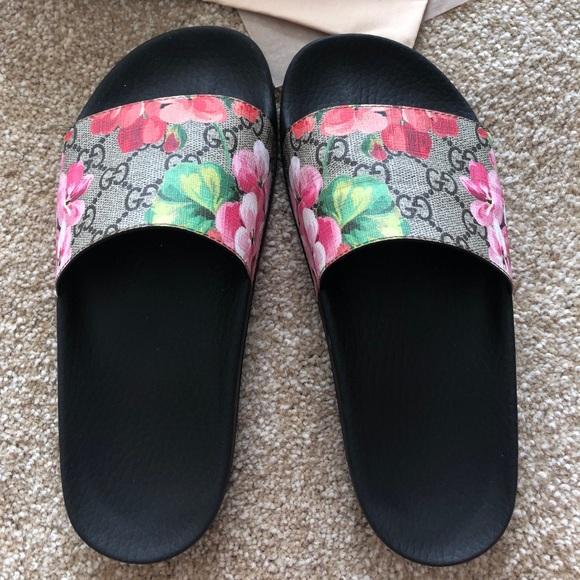 2f8fd4718117 Gucci Shoes - Gucci blooms slides Size 36